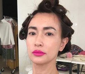 長谷川京子の髪型がサザエさん?